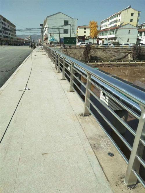 普洱不锈钢复合管栏杆多少钱