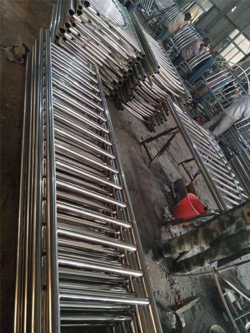 文山桥梁防撞钢板立柱专业生产厂家
