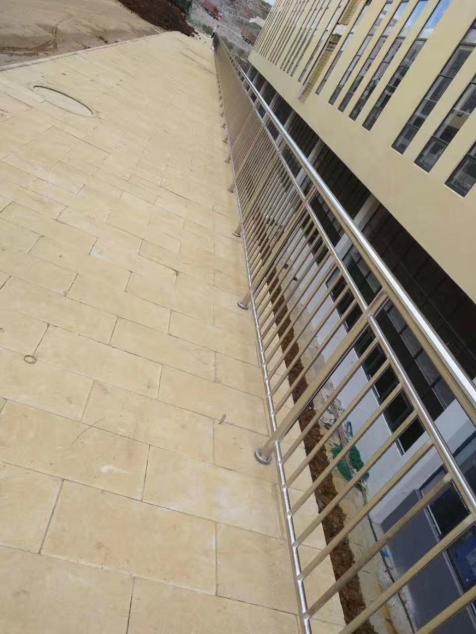 上海灯光护栏安装简单