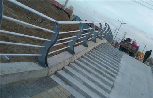 濮陽不銹鋼復合管鍍鋅橋梁欄桿 實力廠家