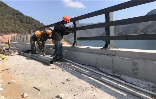 肇庆市复合管公路隔离栏杆厂家提供安装团队