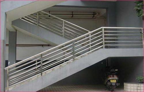 克拉瑪依公路交通工程護欄銜接方便