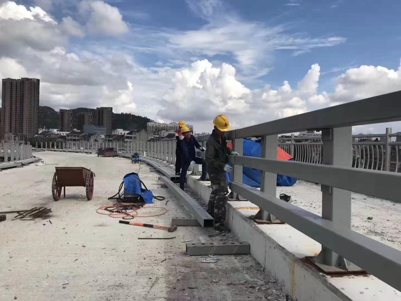 克拉瑪依橋梁燈箱護欄新報價