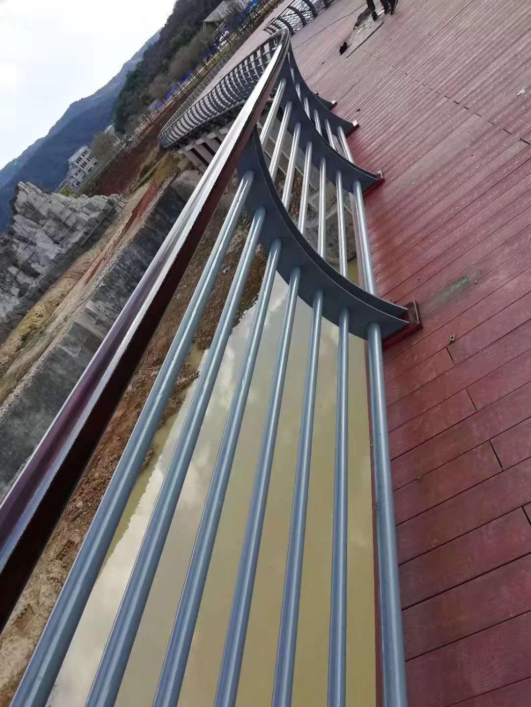 新乡raybet竞猜景观raybet注册杆施工现场