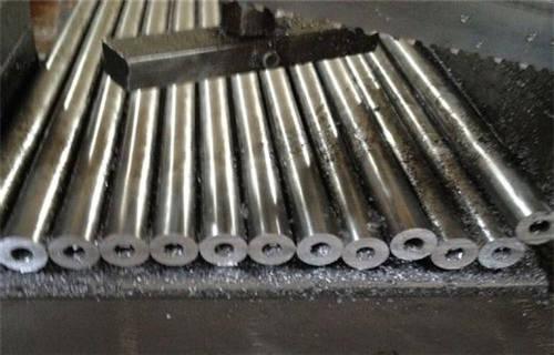 如何用铁丝电池制作电动机