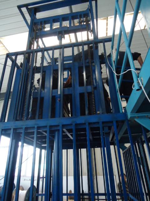 郑州厂家供应载重2吨载物货梯