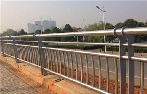 河池道路交通隔离护栏安装方便焊接安装