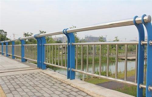 阜阳不锈钢复合管道路护栏最新价格