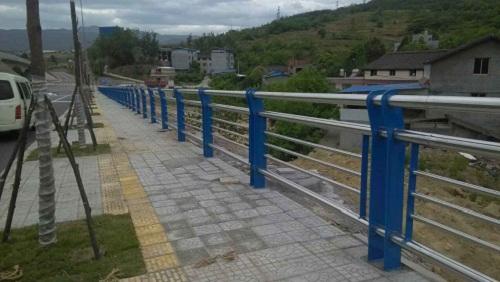 六安桥梁护栏每米价格