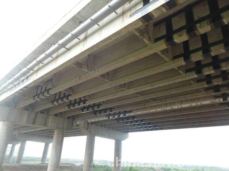 粘贴碳纤维在桥梁裂缝修补中的运用